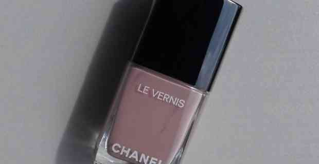 Nails of the day - A little bit of Chanel