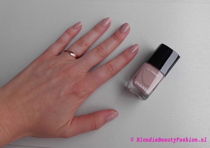 nagellak-nagels-chanel-le-vernis-504-organidi-nude-review-5