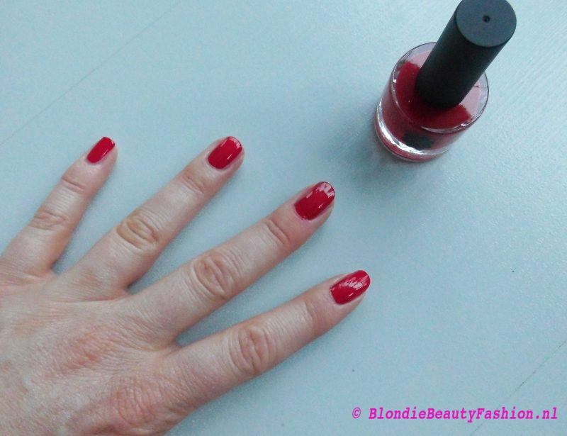 review-Lily-Lolo-nagellak-Carnival-miss-scarlet-soft-coral-test-swatch-7