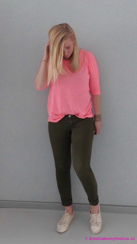 OOTD-outfit-casual-pink-groene-broek-stradivarius-primark-fluor-stoer-casual-1