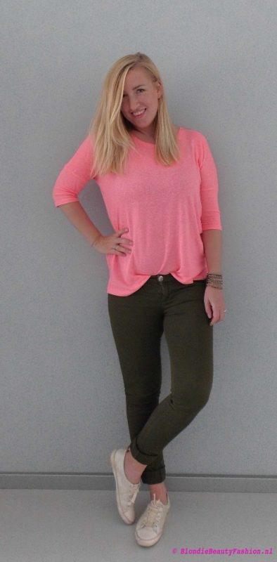 OOTD-outfit-casual-pink-groene-broek-stradivarius-primark-fluor-stoer-casual-2
