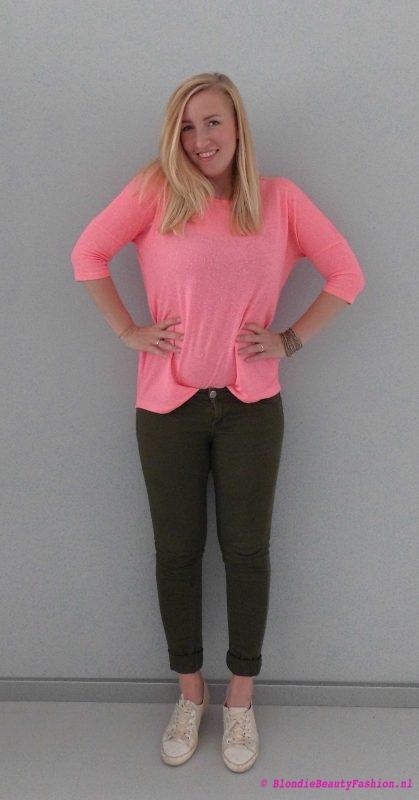 OOTD-outfit-casual-pink-groene-broek-stradivarius-primark-fluor-stoer-casual-3