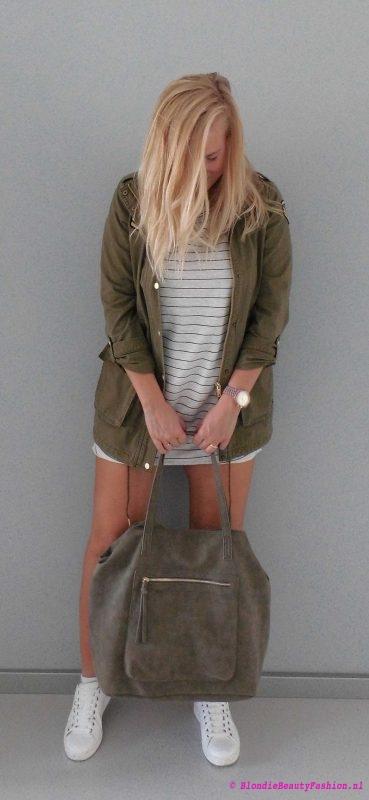 outfit-ootd-pull-bear-sweater-dress-stradivarius-white-witte-sneakers-bag-green-groen-army-jack-6