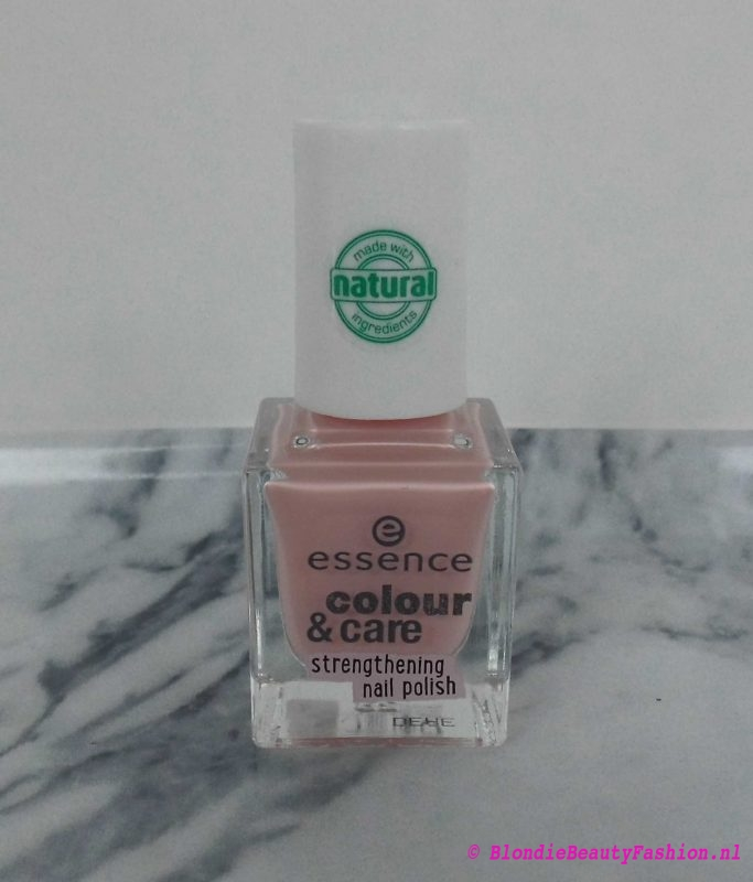 notd-nail-nailpolish-nagellak-essence-colour-care-01-take-a-break-1